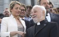 कनाडा के गिरजाघर में पादरी पर हमला