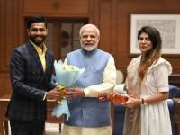 रविंद्र जडेजा ने पत्नी रिवाबा के साथ प्रधानमंत्री मोदी से मुलाकात की