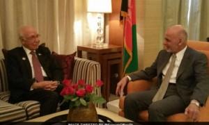 अफगानिस्तान मे तालिबान को पाक मदद दिये जाने पर कड़ी अफगान आलोचना के बीच सरताज अजीज ने की अफगान राष्ट्रपति से मुलाकात