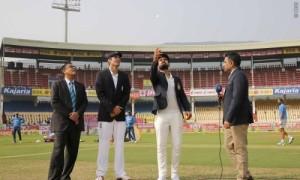 इंग्लैंड ने टॉस जीता, पहले बल्लेबाज़ी का निर्णय