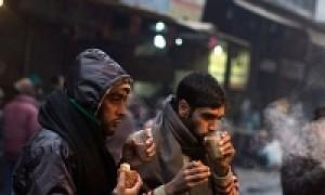 दिल्ली सहित उत्तर भारत मे कड़ाके की ठंड, कोहरे की वजह से कई गाड़ियॉ रद्द, गरीबो पर मौसम का सबसे ज्यादा कहर
