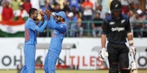 भारतीय गेंदबाज़ों ने न्यूज़ीलैंड को किया पस्त, भारत को मिला 191 का लक्ष्य