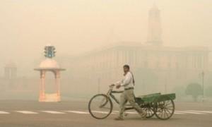 राजधानी दिल्ली में सुबह हल्की धुंध छाई रही, दिनभर आसमान साफ़