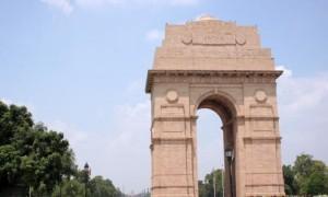 राजधानी दिल्ली में मौसम साफ, 30 रेलगाड़ियां देरी से