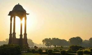 राजधानी दिल्ली में धूप भरी सुबह, दिनभर आसमान साफ