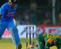 भारत ने मैच जीता, धोनी ने खेली कप्तानी पारी