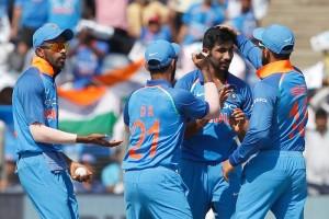 भारतीय गेंदबाज़ो ने कीवी बल्लेबाज़ों को किया पस्त, भारत को मिला 231 का लक्ष्य