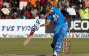 भुवनेश्वर और धोनी ने हार के मुंह से भारत को दिलाई तीन विकेट से जीत