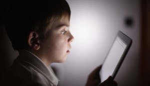 डेटा के जंगल में गुम होता बचपन