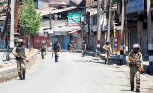 अलगाववादियों के विरोध प्रदर्शनों के मद्देनजर कश्मीर में प्रतिबंध