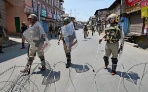श्रीनगर में सुरक्षा के मद्देनजर प्रतिबंध