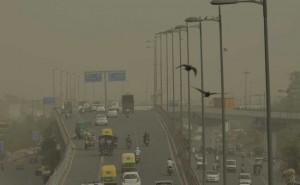 राजधानी दिल्ली में धूलभरी सुबह