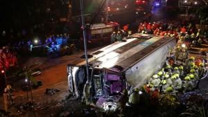 हांगकांग में बस पलटी, 18 लोगो की मौत