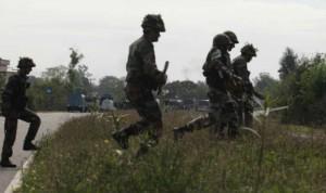 आतंकियों ने जम्मू कश्मीर में घर में घुसकर सेना के जवान मारा