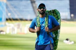 तीसरे टेस्ट के लिए चोटिल साहा की जगह दिनेश कार्तिक भारतीय टीम में शामिल