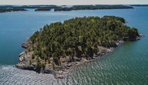 एक खुबसूरत द्वीप सिर्फ महिलाओ के लिये, लेकिन कीमत भी है भारी भरकम !