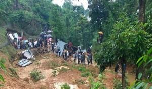 मणिपुर में चट्टान खिसकने से 9 लोगों की मौत