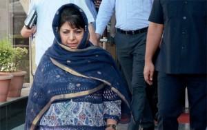 महबूबा मुफ़्ती अभिनेत्री जायरा वसीम से हुई छेड़छाड़ की घटना से है स्तब्ध