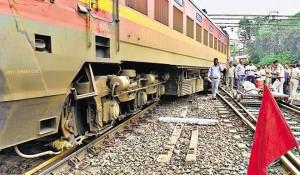दिल्ली में यात्री रेलगाड़ी पटरी से उतरी, कोई घायल नहीं