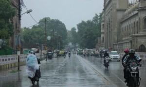 उप्र में बादल छाए, बारिश से तापमान में गिरावट